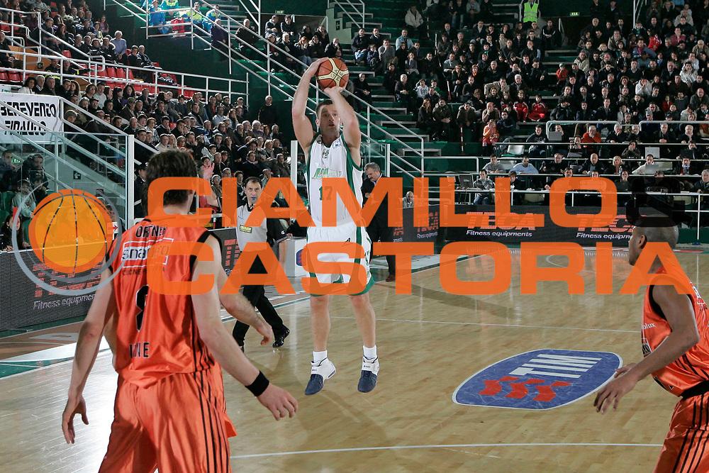 DESCRIZIONE : Avellino Lega A1 2008-09 Air Avellino Snaidero Udine<br /> GIOCATORE : Marko Tusek<br /> SQUADRA : Air Avellino<br /> EVENTO : Campionato Lega A1 2008-2009<br /> GARA : Air Avellino Snaidero Udine<br /> DATA : 21/12/2008<br /> CATEGORIA : tiro<br /> SPORT : Pallacanestro<br /> AUTORE : Agenzia Ciamillo-Castoria/A.De Lise