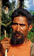 Portrait von skeptischem, einheimischem Mann, Hiva Oa, Französisch Polynesien * Portrait of skeptical looking, native man, Hiva Oa, French Polynesia