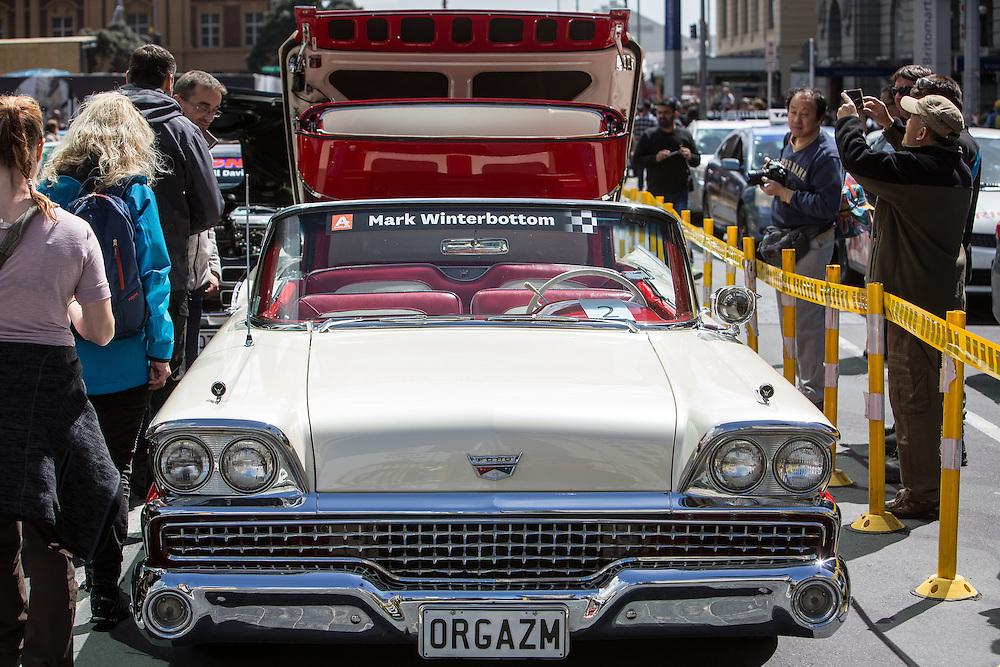 V8 Super car fan day. 3 November 2016.  Photo:Gareth Cooke/Subzero Images
