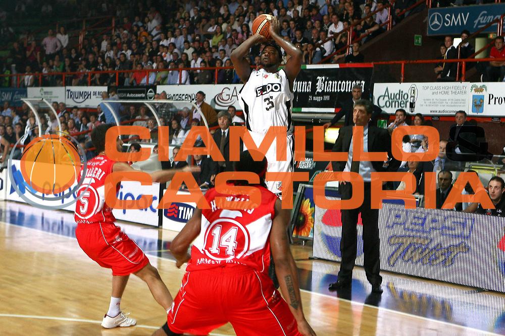 DESCRIZIONE : Caserta Lega A1 2008-09 Eldo Caserta Armani Jeans Milano<br /> GIOCATORE : Ronald Slay<br /> SQUADRA : Eldo Caserta<br /> EVENTO : Campionato Lega A1 2008-2009 <br /> GARA : Eldo Caserta Armani Jeans Milano<br /> DATA : 26/10/2008<br /> CATEGORIA : tiro<br /> SPORT : Pallacanestro <br /> AUTORE : Agenzia Ciamillo-Castoria/E.Castoria