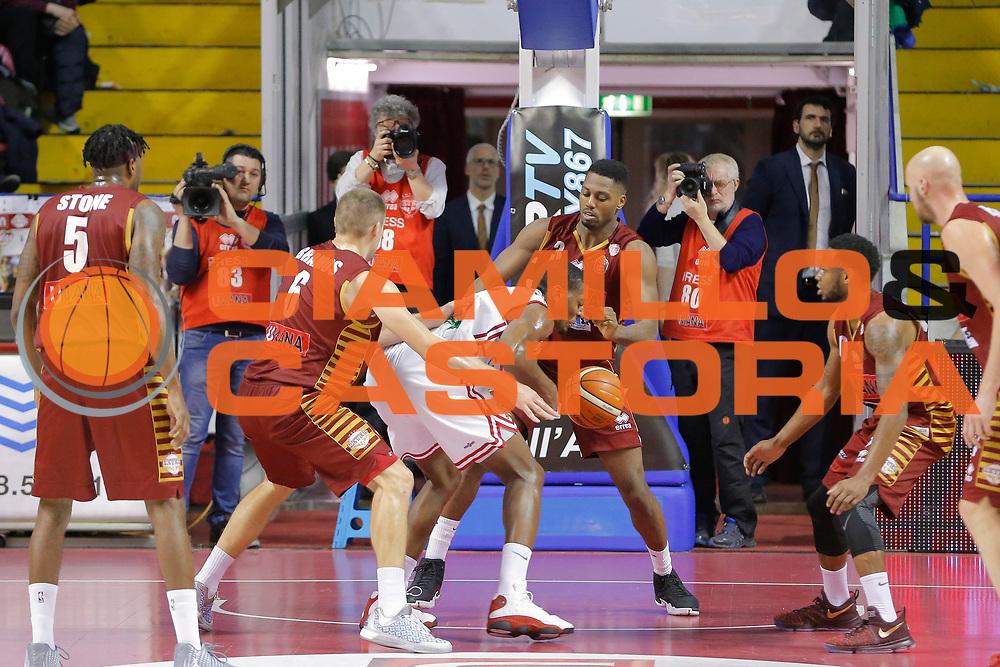 Jarrod Jones Melvin Ejim<br /> Umana Reyer Venezia - Consultinvest Pesaro<br /> Lega Basket Serie A 2016/2017<br /> Venezia 05/03/2017<br /> Foto Ciamillo-Castoria