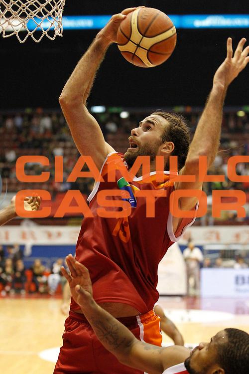 DESCRIZIONE : Milano Lega A 2012-13 EA7 Emporio Armani Milano Acea Virtus Roma<br /> GIOCATORE : Luigi Datome<br /> CATEGORIA : Rimbalzo<br /> SQUADRA : Acea Virtus Roma<br /> EVENTO : Campionato Lega A 2012-2013<br /> GARA : EA7 Emporio Armani Milano Acea Virtus Roma<br /> DATA : 22/10/2012<br /> SPORT : Pallacanestro <br /> AUTORE : Agenzia Ciamillo-Castoria/G.Cottini<br /> Galleria : Lega Basket A 2012-2013  <br /> Fotonotizia : Milano Lega A 2012-13 EA7 Emporio Armani Milano Acea Virtus Roma<br /> Predefinita :