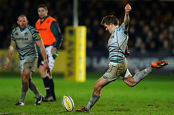 Leicester Fly-Half (#10) Toby Flood misses a late penalty kick during the second half of the match - Photo mandatory by-line: Rogan Thomson/JMP - Tel: Mobile: 07966 386802 04/01/2012 - SPORT - RUGBY - Sixways - Worcester. Worcester Warriors v Leicester Tigers - Aviva Premiership.