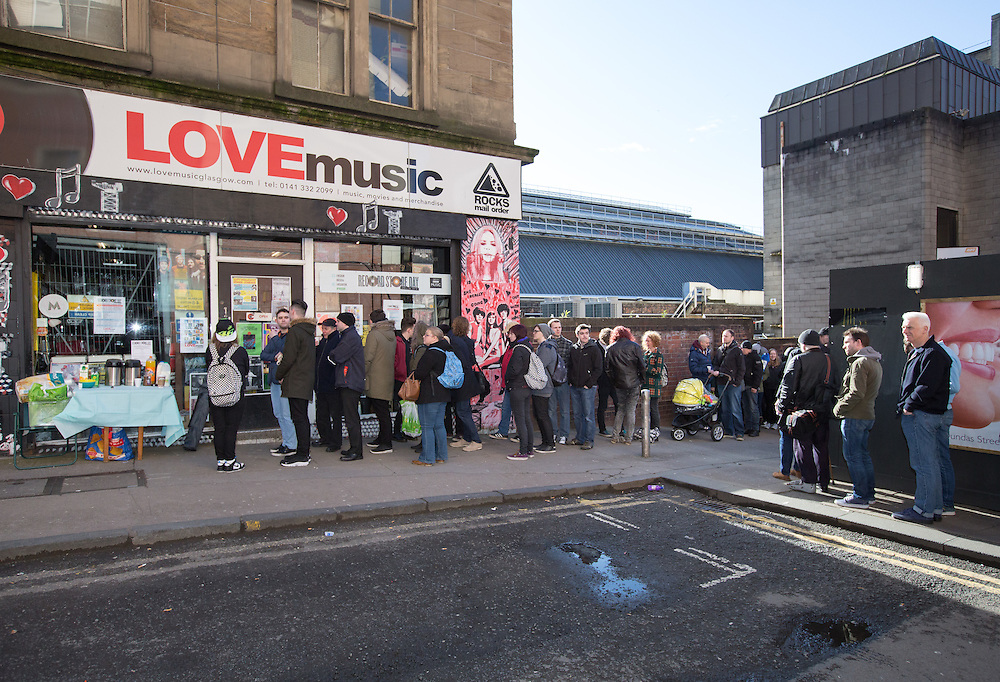 Music fans out in their numbers for Record Store Day. Queues outside the Love Music shop on Dundas Street, Glasgow. Picture Robert Perry  16th April 2016<br /> <br /> Must credit photo to Robert Perry<br /> FEE PAYABLE FOR REPRO USE<br /> FEE PAYABLE FOR ALL INTERNET USE<br /> www.robertperry.co.uk<br /> <br /> NB -This image is not to be distributed without the prior consent of the copyright holder.<br /> in using this image you agree to abide by terms and conditions as stated in this caption.<br /> All monies payable to Robert Perry<br /> <br /> (PLEASE DO NOT REMOVE THIS CAPTION)<br /> This image is intended for Editorial use (e.g. news). Any commercial or promotional use requires additional clearance. <br /> Copyright 2016 All rights protected.<br /> first use only<br /> contact details<br /> Robert Perry     <br /> 07702 631 477<br /> robertperryphotos@gmail.com<br />        <br /> Robert Perry reserves the right to pursue unauthorised use of this image . If you violate my intellectual property you may be liable for  damages, loss of income, and profits you derive from the use of this image.