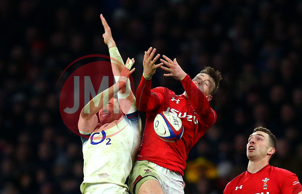 Josh Adams of Wales challenges Jonny May of England to the ball - Mandatory by-line: Robbie Stephenson/JMP - 10/02/2018 - RUGBY - Twickenham Stoop - London, England - England v Wales - Women's Six Nations
