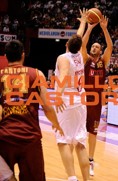 DESCRIZIONE : Milano Lega A 2011-12 EA7 Olimpia Milano Vs Umana Reyer Venezia<br /> GIOCATORE : Rosselli Guido<br /> CATEGORIA : Three Points<br /> SQUADRA : Umana Reyer Venezia <br /> EVENTO : Campionato Lega A 2011-2012 Play Off Quarti (Gara1)<br /> GARA : Olimpia Milano Vs Umana Reyer Venezia <br /> DATA : 18/05/2012<br /> SPORT : Pallacanestro <br /> AUTORE : Agenzia Ciamillo-Castoria/A.Giberti<br /> Galleria : Lega Basket A 2011-2012 <br /> Fotonotizia : Milano Lega A 2011-12 Olimpia Milano Vs Umana Reyer Venezia Play Off Quarti (Gara1)<br /> Predefinita :