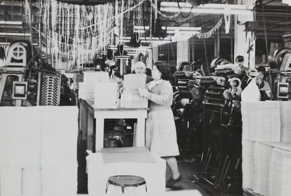 printing department with Christmas decoration USA 1940s