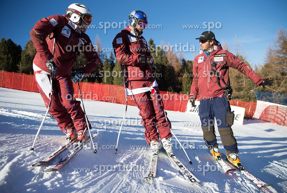 26.12.2015, Deborah Compagnoni Rennstrecke, Santa Caterina, ITA, FIS Ski Weltcup, Santa Caterina, Abfahrt, Herren, 1. Training, Streckenbesichtigung, im Bild v.l. Adrian Smiseth Sejersted (NOR), Aksel Lund Svindal (NOR), Christian Mitter (Herren Cheftrainer Norwegen) // Adrian Smiseth Sejersted of Norway, ( L ), Aksel Lund Svindal of Norway ( C ) and Norwegian men's head coach Christian Mitter ( R ) during the course inspection of 1st practice run of men's Downhill of the Santa Caterina FIS Ski Alpine World Cup at the Deborah Compagnoni Course in Santa Caterina, Italy on 2015/12/26. EXPA Pictures © 2015, PhotoCredit: EXPA/ Johann Groder