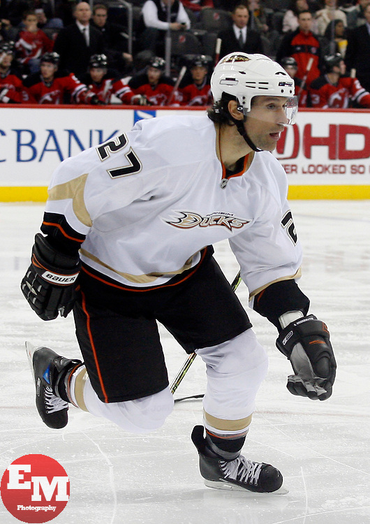 February 8, 2008; Newark, NJ, USA;  Anaheim Ducks defenseman Scott Niedermayer (27) skates without his stick during the second period at the Prudential Center in Newark, NJ.
