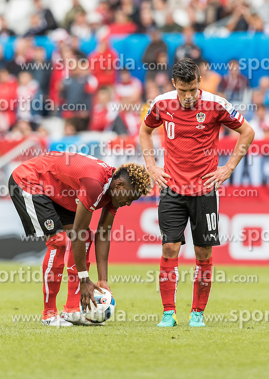 14.06.2016, Stade de Bordeaux, Bordeaux, FRA, UEFA Euro, Frankreich, Oesterreich vs Ungarn, Gruppe F, im Bild David Alaba (AUT), Zlatko Junuzovic (AUT) // David Alaba (AUT) Zlatko Junuzovic (AUT) during Group F match between Austria and Hungary of the UEFA EURO 2016 France at the Stade de Bordeaux in Bordeaux, France on 2016/06/14. EXPA Pictures © 2016, PhotoCredit: EXPA/ JFK