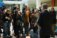 05 OCT 2004, BERLIN/GERMANY:<br /> Wolfgang Clement, SPD, Bundeswirtschaftsminister, gibt ein Pressestatement zu den aktuellen Arbeitslosenzahlen, Willy-Brandt-Haus<br /> IMAGE: 20041005-01-022<br /> KEYWORDS: kamera, Camera, Journalist, Journalisten, Pressekonferenz, Ruecken, Rücken
