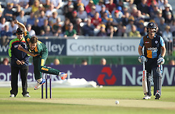 HF Gurney of Notts Outlaws (L) in action - Mandatory by-line: Jack Phillips/JMP - 24/06/2016 - CRICKET - The 3aaa County Ground - Derby, United Kingdom - Derbyshire Falcons v Notts Outlaws - Natwest T20 Blast