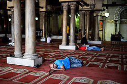 60103058  An Egyptian Muslim sleeps waiting for the time to break their fast at Al-Azhar Mosque on the first day of the holy month of Ramadan in Cairo, Egypt on Wednesday, July 10, 2013.<br /> Photo by imago / i-Images