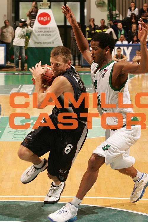 DESCRIZIONE : Siena Lega A1 2006-07 Montepaschi Siena Eldo Napoli <br /> GIOCATORE : Larranaga <br /> SQUADRA : Eldo Napoli <br /> EVENTO : Campionato Lega A1 2006-2007 <br /> GARA : Montepaschi Siena Eldo Napoli <br /> DATA : 22/10/2006 <br /> CATEGORIA : Penetrazione <br /> SPORT : Pallacanestro <br /> AUTORE : Agenzia Ciamillo-Castoria/P.Lazzeroni