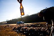 Congonhas_MG, Brasil...Lixo proximo a rodovia em Congonhas, Minas Gerais...Some garbage next to highway in Congonhas, Minas Gerais...Foto: LEO DRUMOND / NITRO