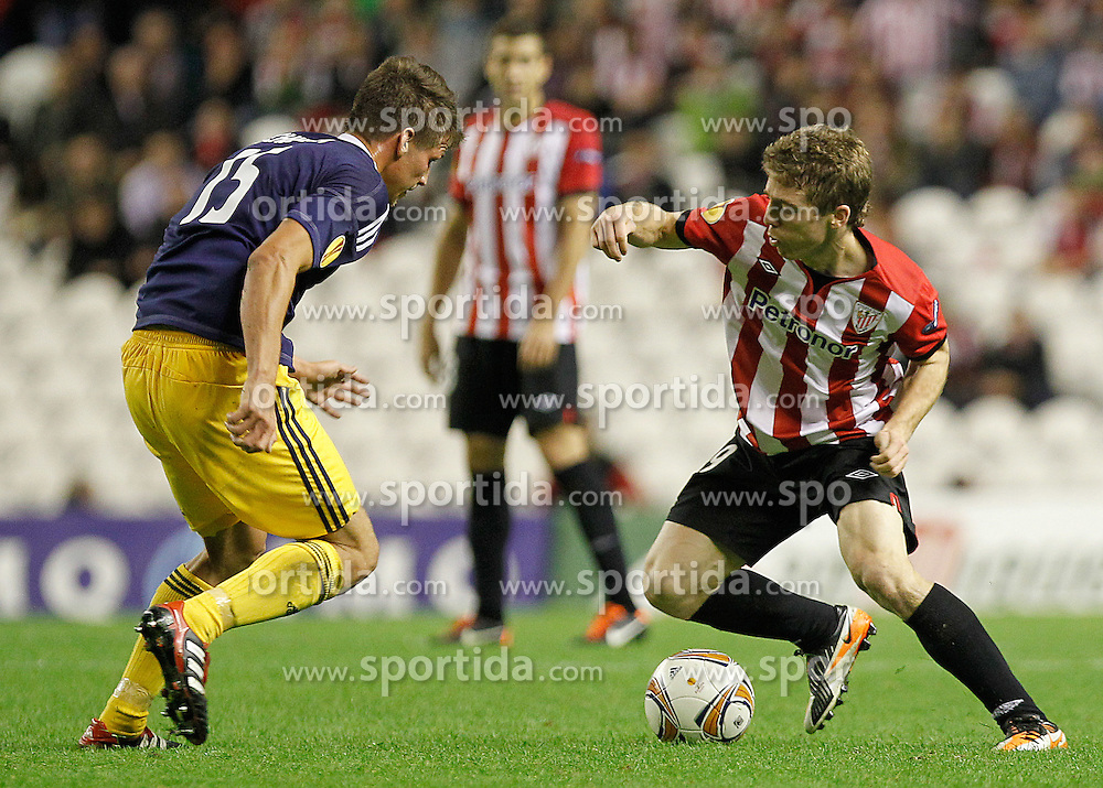 20.10.2011, San Mames Stadion, Bilbao, ESP, UEFA EL, Gruppe F, Athletic Bilbao (ESP) vs RB Salzburg (AUT), im Bild Athletic de Bilbao's Iker Muniain (r) and FC Salzburg's Franz Schiemer  // during UEFA Europa League group F match between Athletic Bilbao (ESP) vs RB Salzburg (AUT) at San Mames Stadium, Bilbao, Spain on 20/10/2011. EXPA Pictures © 2011, PhotoCredit: EXPA/ Alterphoto/ Acero +++++ ATTENTION - OUT OF SPAIN/(ESP) +++++