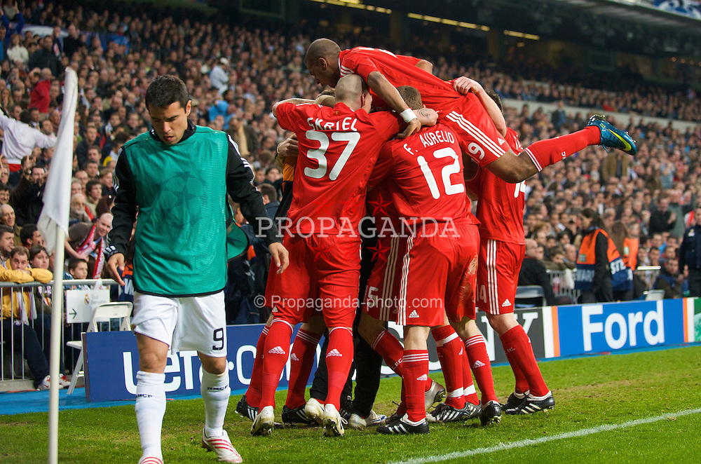 MADRID, SPAIN - Wednesday, February 25, 2009: Liverpool's players celebrate Yossi Benayoun's winning goal against Real Madrid during the UEFA Champions League First Knock-Out Round at the Santiago Bernabeu. (Photo by David Rawcliffe/Propaganda)