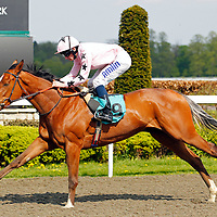 Mango Diva and Ryan Moore winning the 3.15 race