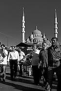 Turkey. Istambul. Eminonu area, urban life. Yeni Cami Mosque in the distance