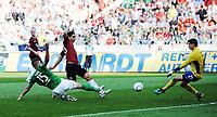 Bundesliga<br /> Hannover 96 SV -  Werder Bremen 02 10 2011<br />  Tor für Hannover 96, 2-0 durch Mohammed Abdellaoue (Hannover 96), vl. Sebastian Prödl (Werder Bremen), Mohammed Abdellaoue (Hannover 96), Torwart Sebastian Mielitz (Werder Bremen) ; <br /> Norway only