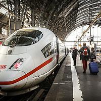 Station FRANKFURT AM MAIN, GERMANY.<br /> ICE, Inter City Express, the high speed passenger trains operated by Deutsche Bahn (DB), the Germany state railway company.<br /> <br /> Stazione di Francoforte, Germania.<br /> ICE, Inter City Express, i treni passeggeri ad alta velocità, operati da Deutsche Bahn (DB), la società Ferrovie dello Stato in Germania.