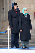 Koning Willem-Alexander, koningin Maxima, president Halimah Yacob van de Republiek Singapore en haar echtgenoot Mohamed Abdullah Alhabshee tijdens de welkomstceremonie op de Dam bij het Koninklijk Paleis. <br /> <br /> King Willem-Alexander, Queen Maxima, President Halimah Yacob of the Republic of Singapore and her husband Mohamed Abdullah Alhabshee during the welcome ceremony on the Dam at the Royal Palace.<br /> <br /> Op de foto: president Halimah Yacob van de Republiek Singapore en haar echtgenoot Mohamed Abdullah Alhabshee