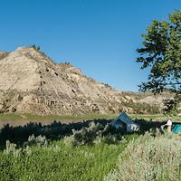 umrbnm, camping along the shore of the missouri river breaks montana
