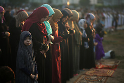 June 25, 2017 - Gaza, Palestine - Palestinians attend the morning prayers for Eid al-Fitr celebrations, which marks the end of the holy fasting month of Ramadan, in Gaza City on June 25, 2017. (Credit Image: © Majdi Fathi/NurPhoto via ZUMA Press)