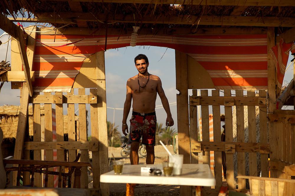 Abderrahim owns two Bungalows on the beach of Tartus, Syria. Abderrahim est le propriétaire de deux bungalows sur la plage de Tartous, Syrie.