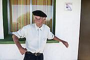 Javier Calvelo/ URUGUAY/ PAYSANDU - TIATUCURA/ Etapa de Investigacion Fotografica para Serie documental televisiva Menos de 100 <br /> Producci&oacute;n: Mariel Bal&aacute;s, Direcci&oacute;n: Luc&iacute;a Secco, Direcci&oacute;n de fotograf&iacute;a: Mar&iacute;a Jos&eacute; Secco, Fotograf&iacute;a fija: Javier Calvelo<br /> Menos de 100 es un registro de cinco realidades que comparten un tiempo en un pa&iacute;s que poco las conoce. A trav&eacute;s de cinco pueblos, cinco paisajes, cinco or&iacute;genes, la forma de vida, los v&iacute;nculos entre menos de 100 personas que conviven y construyen su historia. Caso 4: Villa Mar&iacute;a (Tiatucura) (Paysand&uacute;. 49 habitantes)<br /> Se presume que un asentamiento ind&iacute;gena origin&oacute; esta poblaci&oacute;n. La desocupaci&oacute;n lo ha ido vaciando. En 2001 una campa&ntilde;a de ayuda a Tiatucura hizo posible el establecimiento de un emprendimiento textil de car&aacute;cter comunitario. Hoy solo son 49 habitantes.<br /> Alli entrevistamos a Odila Segredo y Cevero Hernandorena, a Elsa Fernandez (empleada de Odila), Simon Dutra y Maria Amelia Centurion; y a Rosana Marquez con su nieto Nicolas.<br /> En la foto:  Tiatucura. Foto: Javier Calvelo <br /> 20140125 dia sabado