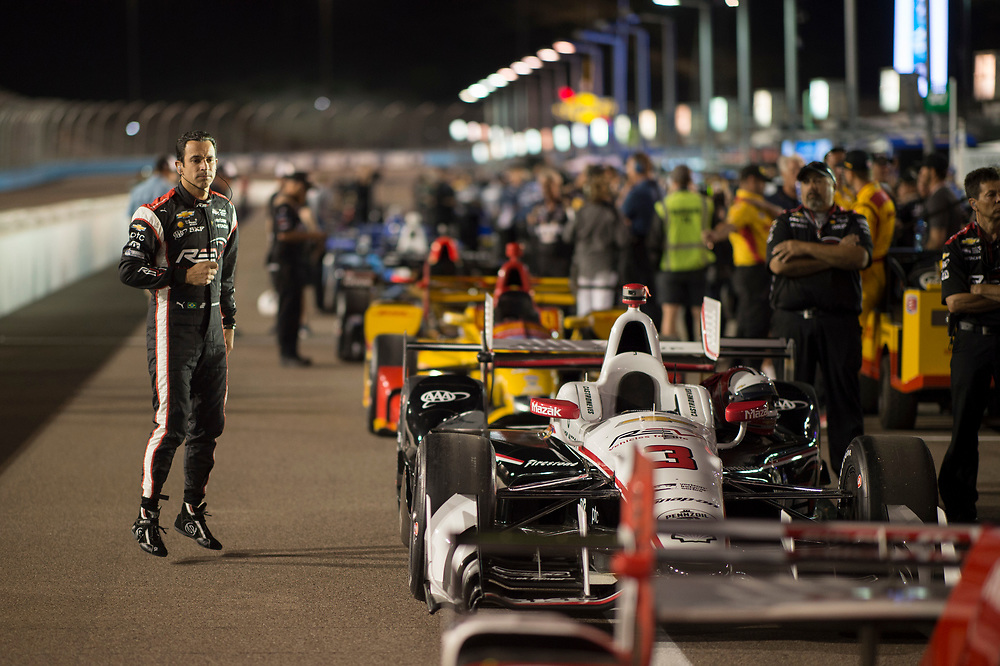 Verizon IndyCar Series<br /> Desert Diamond West Valley Phoenix Grand Prix<br /> Phoenix Raceway, Avondale, AZ USA<br /> Friday 28 April 2017<br /> Helio Castroneves, Team Penske Chevrolet<br /> World Copyright: Scott R LePage<br /> LAT Images<br /> ref: Digital Image lepage-170428-phx-2332