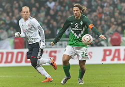 29.01.2011, Weserstadion, Bremen, GER, 1.FBL, Werder Bremen vs FC Bayern München / Muenchen, im Bild Arjen Robben (Muenchen #10, links), Torsten Frings (Bremen #22, rechts)   EXPA Pictures © 2011, PhotoCredit: EXPA/ nph/  Frisch       ****** out of GER / SWE / CRO ******