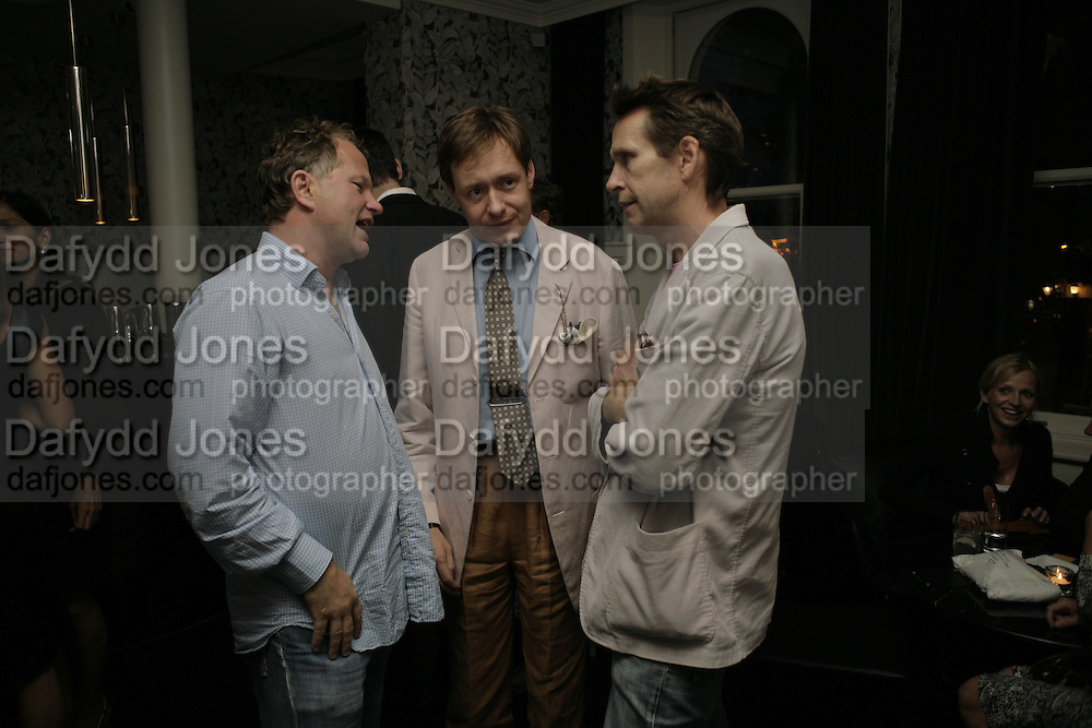 Nick Jones, Nick Foulkes and Oliver Peyton, The Sound of No Hands Clapping. Toby Young book launch. High Road House. Chiswick, London. 11 September 2006. ONE TIME USE ONLY - DO NOT ARCHIVE  © Copyright Photograph by Dafydd Jones 66 Stockwell Park Rd. London SW9 0DA Tel 020 7733 0108 www.dafjones.com