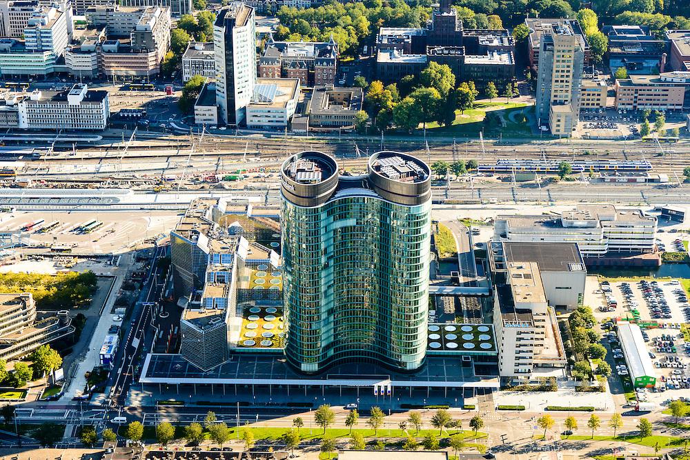Nederland, Utrecht, Gemeente Utrecht, 30-09-2015;  Ontwikkeling van het Stationsgebied Utrecht - CU2030. Hoofdkantoor RABO in de voorgrond, Rabotoren. <br /> Developement of the new Station Area Utrecht with<br /> RABO headquarters.<br /> luchtfoto (toeslag op standard tarieven);<br /> aerial photo (additional fee required);<br /> copyright foto/photo Siebe Swart
