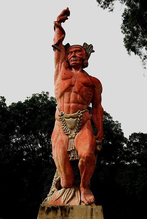 La escultura El Conjuro de Caricuao, mejor conocida como el Indio de Caricuao forma parte del patrimonio jistorico de la ciudad capital, se encuentra ubicada en la parroquia Caricuao. Caracas 24 de agosto del 2008.<br /> Photography by Aaron Sosa<br /> Caracas, Venezuela 2008<br /> (Copyright &copy; Aaron Sosa)