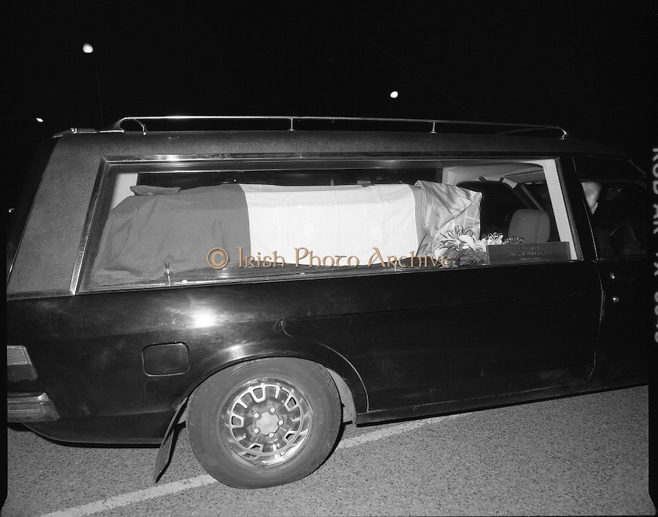 Irish Soldiers Bodies Returned From Lebanon. (R99)..1989..24.03.1989..03.24.1989..24th March 1989..While serving on the peacekeeping mission with the UN three Irish soldiers lost their lives when the vehicle they were in struck a land mine. The mine had ben planted by a Hezbollah Group who were targeting the Israeli military. The Soldiers; Corp Fintan Heneghan, Pte Mannix Armstrong and Pte Thomas Walshe were serving with C Company, 64th Infantry Batallion in Brashit, Sth Lebanon...Image shows one of the hearses departing the mortuary in Dublin Airport on its way to Arbour Hill Church.