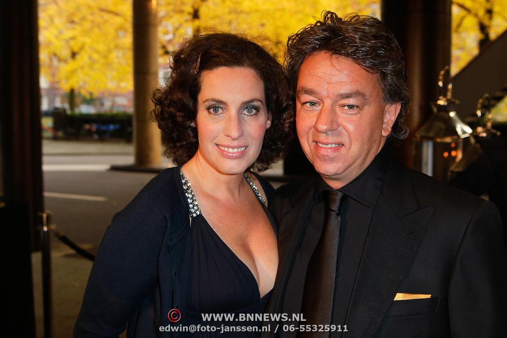 NLD/Amsterdam/20111029- JFK Greatest Man Award 2011, Yves Gijrath en partner Tamara
