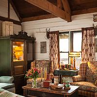 Rustic Cabin: Living room