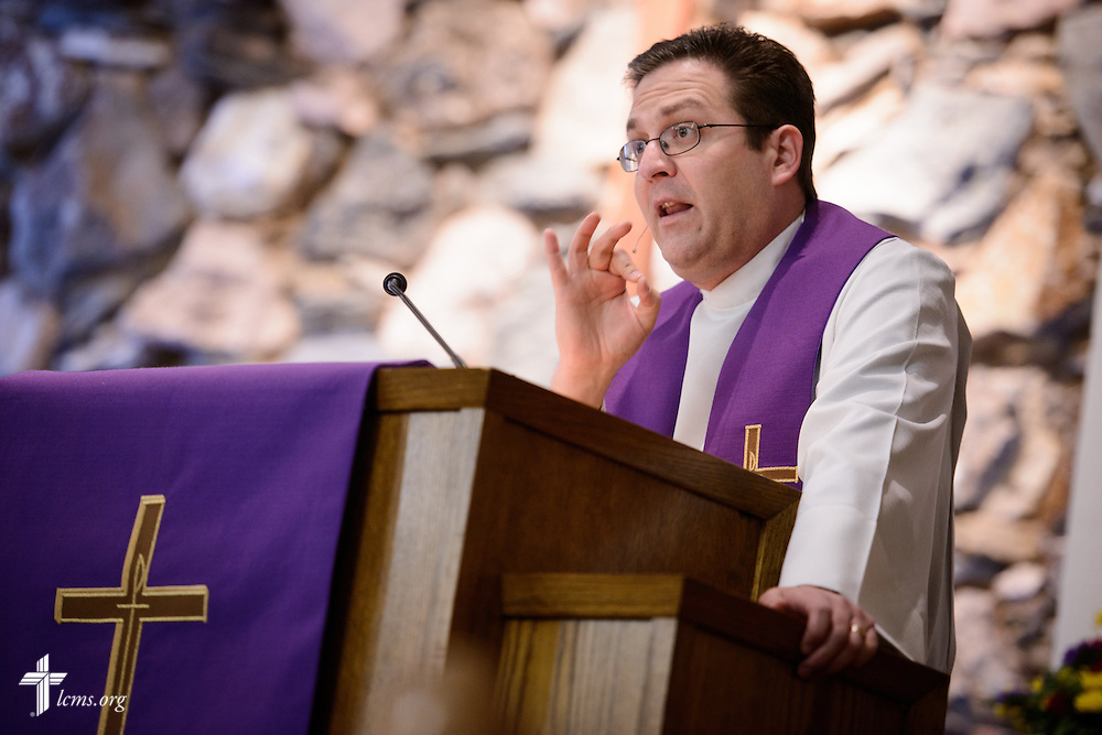 The Rev. Mark Nierman, pastor of Mount Olive Lutheran Church, preaches during Lenten worship on Wednesday, March 2, 2016, in Loveland, Colo. LCMS Communications/Erik M. Lunsford