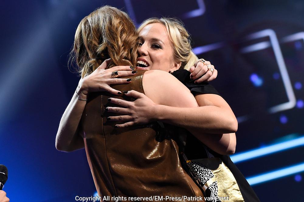 Finale Idols 2016 in de studio van Endemol.<br /> <br /> Op de foto: Nina den Hartog wint Idols 2016 , Kimberly Fransens Rechts op de foto