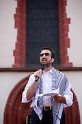 Frankfurt am Main | 26 July 2014<br /> <br /> Am Samstag (26.07.2014) demonstrierten etwa 500 Menschen auf dem R&ouml;merberg in Frankfurt am Main f&uuml;r Frieden in Pal&auml;stina / Gaza und f&uuml;r ein sofortiges Ende der israelischen Milit&auml;reins&auml;tze dort.<br /> Hier: Der Rechtsanwalt &Uuml;nal Kaymakci h&auml;lt eine Rede.<br /> <br /> &copy;peter-juelich.com<br /> <br /> FOTO HONORARPFLICHTIG!<br /> <br /> [No Model Release | No Property Release]