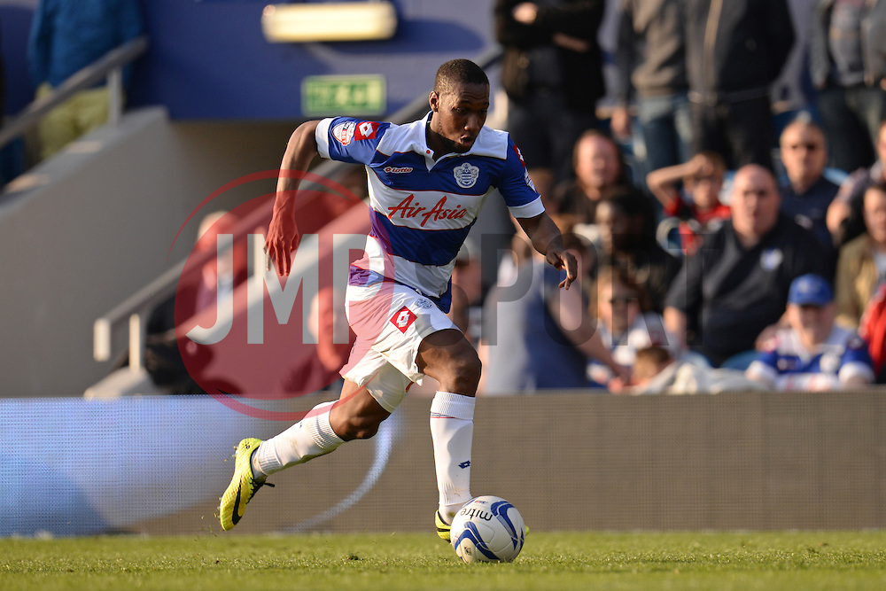QPR's forward David Hoilett runs with the ball - Photo mandatory by-line: Mitchell Gunn/JMP - Tel: Mobile: 07966 386802 29/03/2014 - SPORT - FOOTBALL - Loftus Road - London - Queens Park Rangers v Blackpool - Championship