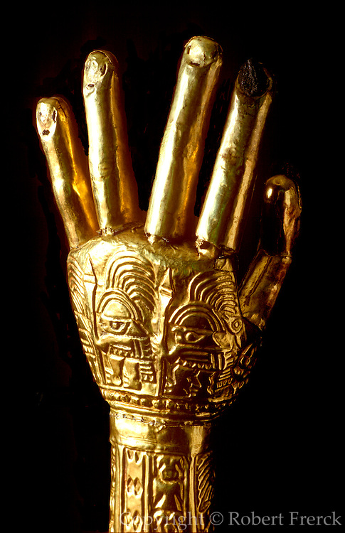 PERU, PRECOLUMBIAN GOLD Chimu; Gold Arms embossed warrior