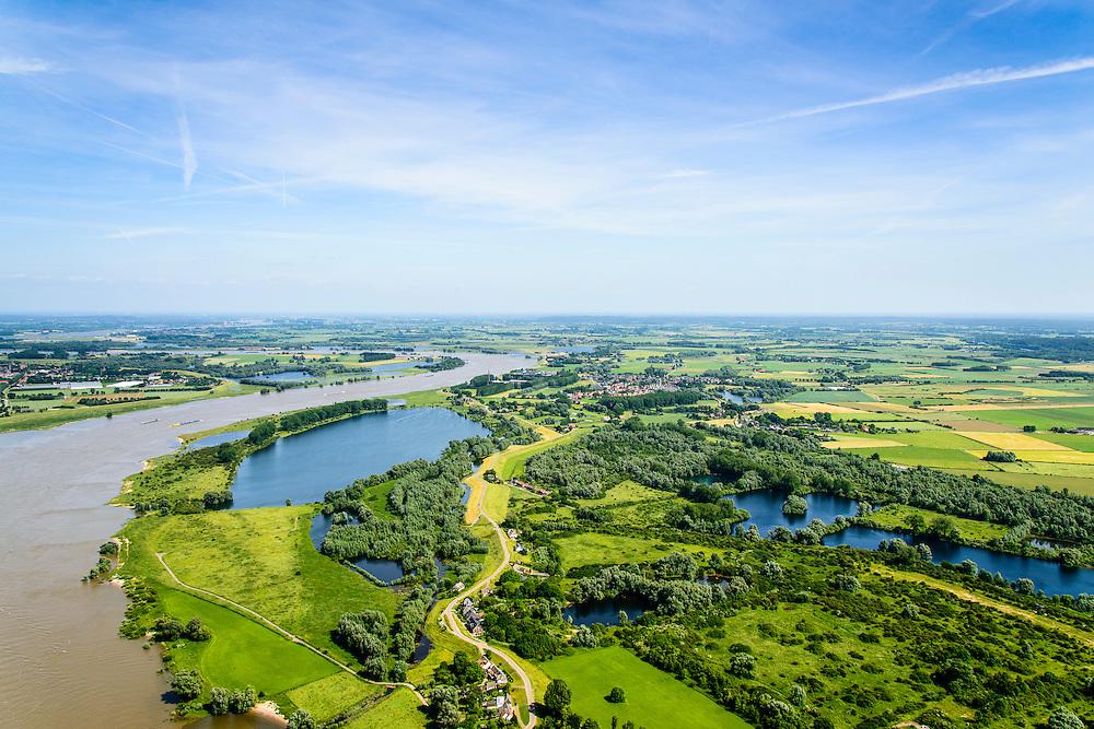 Nederland, Gelderland, gemeente Berg en Dal, 09-06-2016; Ooijpolder ten oosten van Nijmegen, met Bisonbaai en Groenlanden, links rivier De Waal.<br /> Onderdeel van natuurgebied de Gelderse Poort.<br /> Ooijpolder east of Nijmegen. Part of the Gelderse Poort nature reserve.<br /> luchtfoto (toeslag op standard tarieven);<br /> aerial photo (additional fee required);<br /> copyright foto/photo Siebe Swart