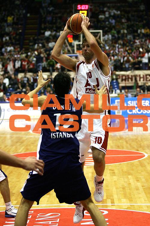 DESCRIZIONE : Milano Eurolega 2005-06 Armani Jeans Olimpia Milano Efes Pilsen <br /> GIOCATORE : Galanda <br /> SQUADRA : Armani Jeans Olimpia Milano <br /> EVENTO : Eurolega 2005-2006 <br /> GARA : Armani Jeans Milano Efes Pilsen <br /> DATA : 03/11/2005 <br /> CATEGORIA : Passaggio <br /> SPORT : Pallacanestro <br /> AUTORE : Agenzia Ciamillo-Castoria/L.Lussoso