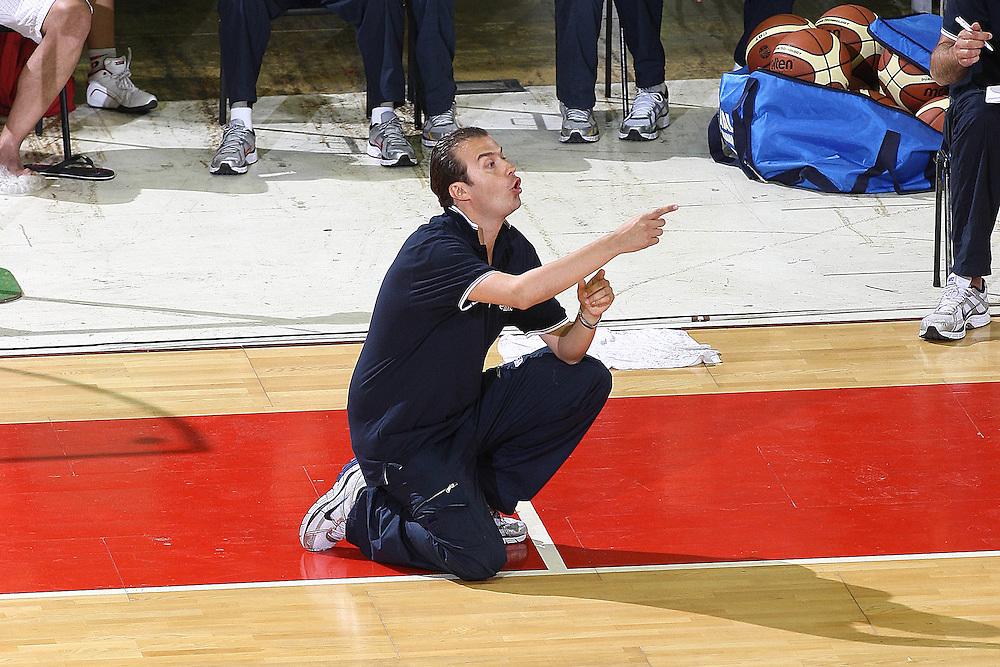 DESCRIZIONE : Firenze I&deg; Torneo Nelson Mandela Forum Italia Macedonia<br /> GIOCATORE : Simone Pianigiani<br /> SQUADRA : Nazionale Italiana Uomini <br /> EVENTO : I&deg; Torneo Nelson Mandela Forum Italia Macedonia<br /> GARA : Italia Macedonia<br /> DATA : 16/07/2010 <br /> CATEGORIA : coach<br /> SPORT : Pallacanestro <br /> AUTORE : Agenzia Ciamillo-Castoria/GiulioCiamillo<br /> Galleria : Fip Nazionali 2010