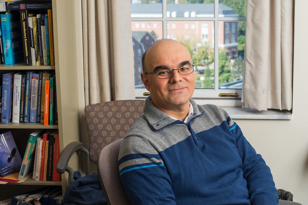 Roberto Duncan, Economics, faculty