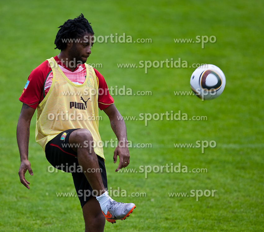 23.05.2010, AUT, FIFA Worldcup Vorbereitung, Training Kamerun im Bild Alexandre Song, Mittelfeld, Nationalteam Kamerun (FC Arsenal), EXPA Pictures © 2010, PhotoCredit: EXPA/ J. Feichter / SPORTIDA PHOTO AGENCY