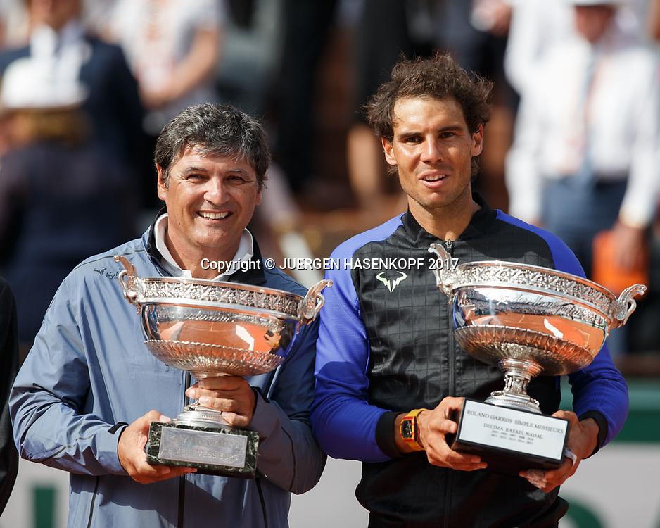 Toni Nadal und RAFAEL NADAL (ESP)mit Pokal, Siegerehrung, Praesentation<br /> <br /> Tennis - French Open 2017 - Grand Slam / ATP / WTA / ITF -  Roland Garros - Paris -  - France  - 11 June 2017.