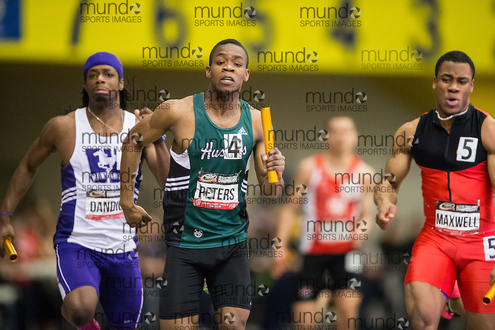 Windsor, Ontario ---2015-03-14---  Garrett Peters       of University of Saskatchewan competes in the 4X200m relay final at the 2015 CIS Track and Field Championships in Windsor, Ontario, March 14, 2015.<br /> GEOFF ROBINS/ Mundo Sport Images